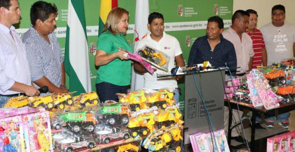 Los comerciantes que donaron más de 1.000 juguetes para que la Gobernación los entregue