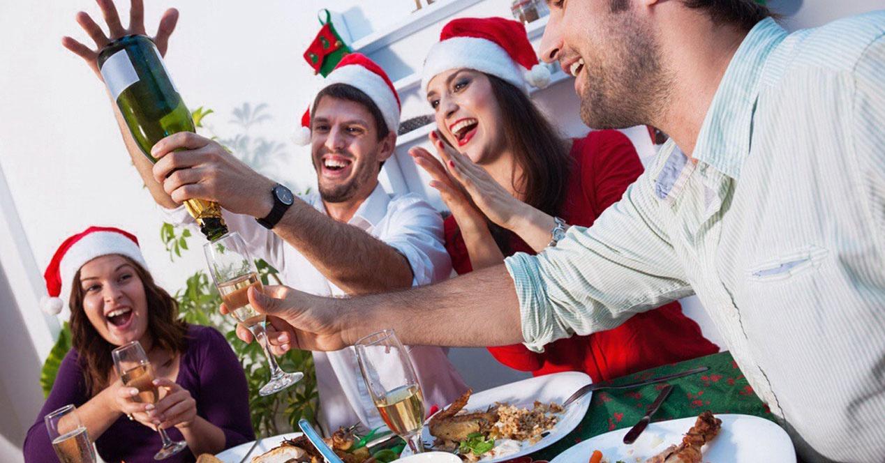 gente de cena de empresa en navidad