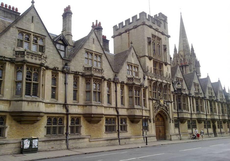 Brasenose College visto desde High Street. (Ozeye/CC)