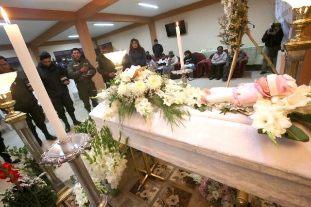 Fallecimiento de gemela flagelada consterna a La Paz