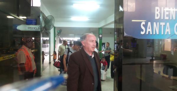 Medio centenar de pasajeros están molestos por el traslado de un vuelo del TAM del aeropuerto  El Trompillo a Viru Viru