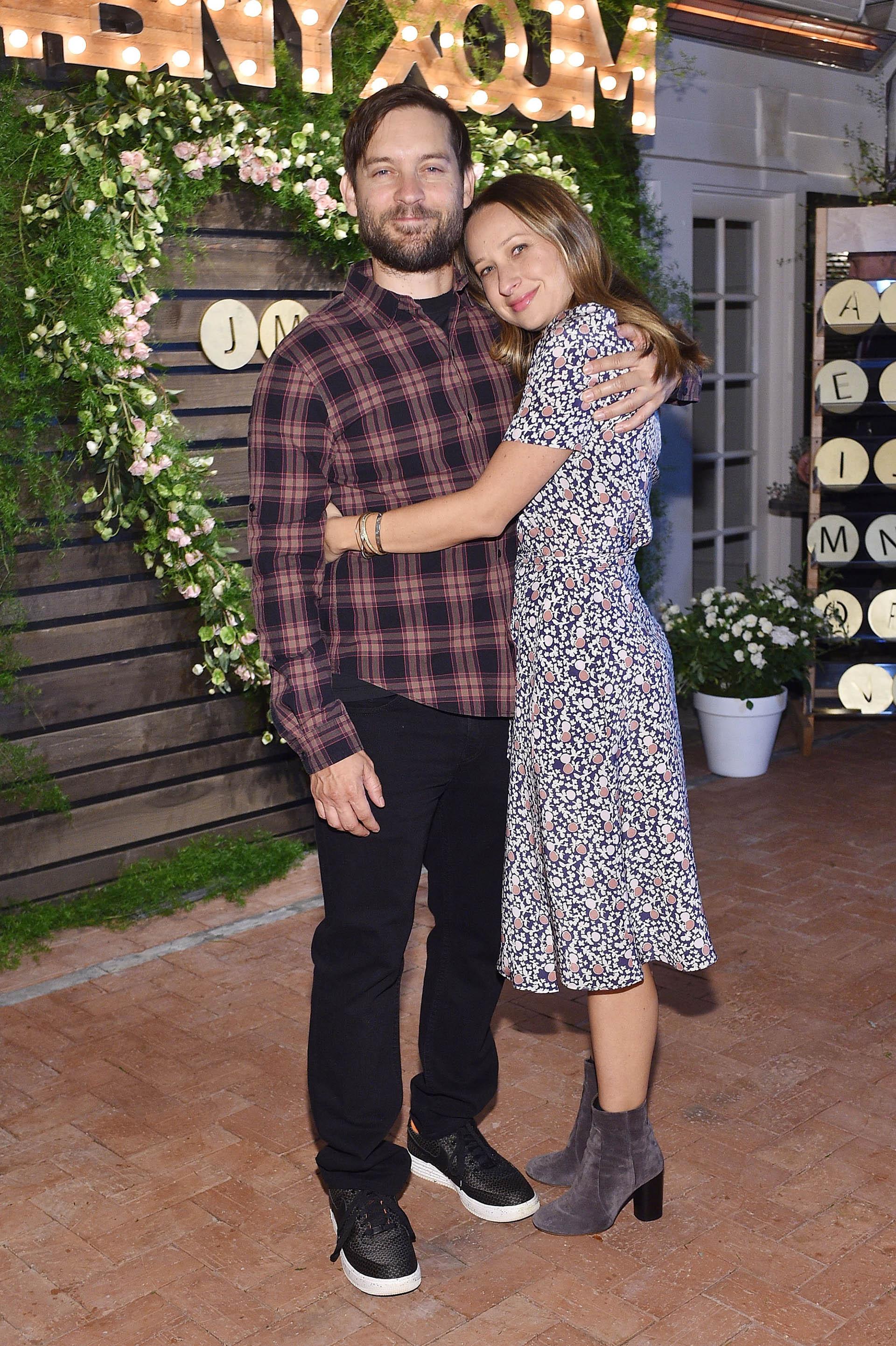 """El protagonista de películas como """"Spider Man"""" Tobey Maguire y Jennifer Meyer se separaron tras nueve años de matrimonio. Tienen dos hijos en común: Ruby, de 9 años, y Otis, de 7."""
