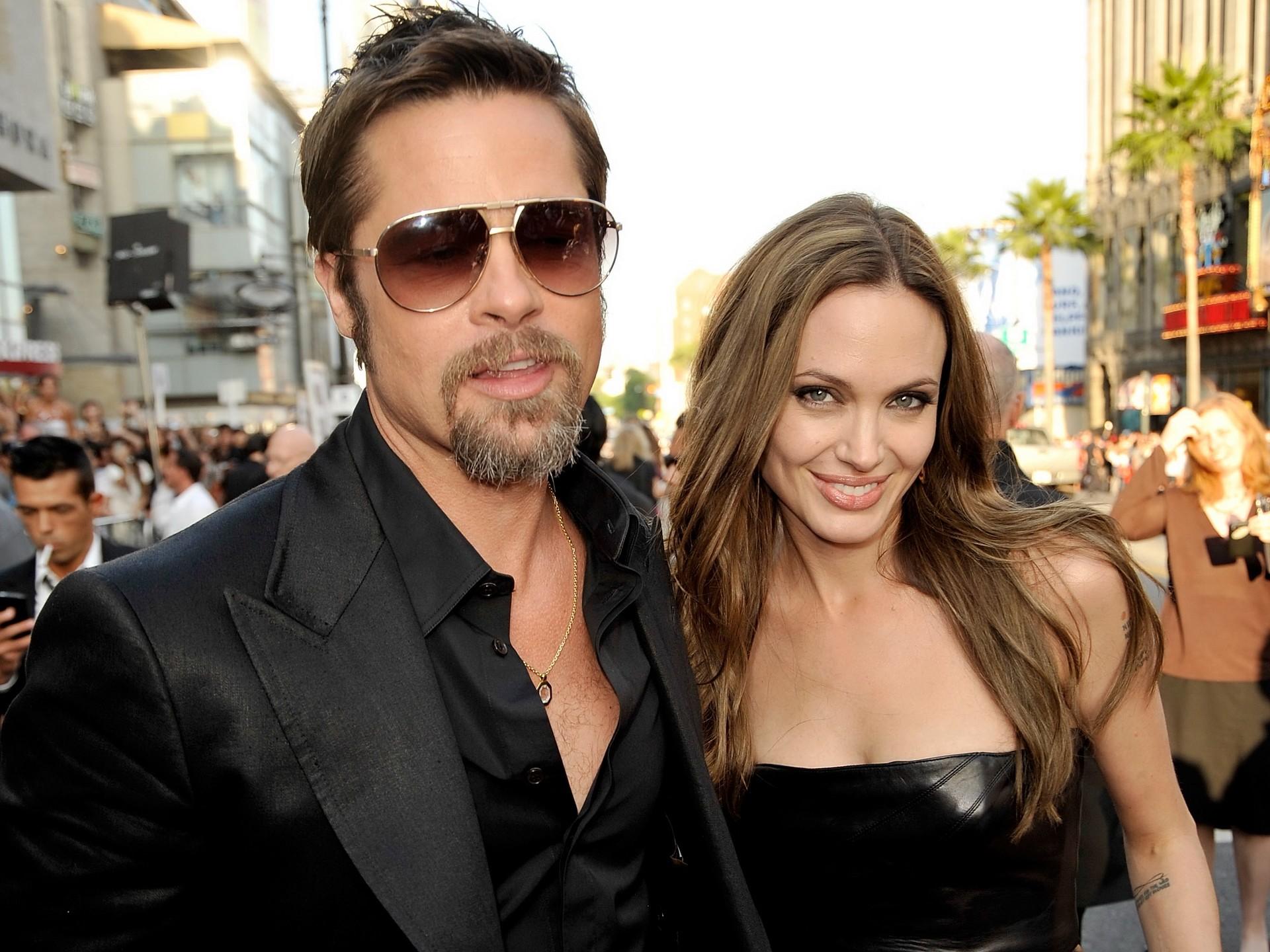 Sin dudas fue la separación más escandalosa. Angelina Jolie le pidió el divorcio a Brad Pitt en septiembre pasado tras diez años juntos y dos de casados. Hoy pelean por la custodia de sus seis hijos