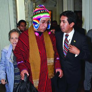 Cusi denuncia trabas en Senado para organizar su defensa legal