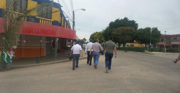 Morales sale escoltado de la Policía, donde guarda arresto por cuestiones informativas, para ir a almorzar