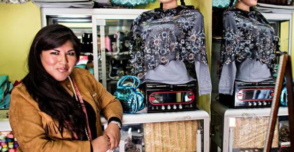 La diseñadora boliviana participa de eventos de moda internacionales donde expone sus creaciones