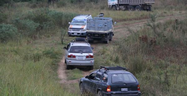 Los vehículos buscan rutas alternas para