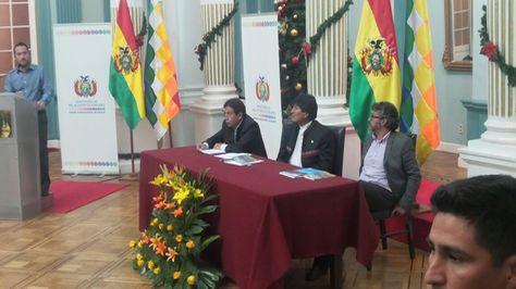 El presidente Evo Morales durante la presentación del libro. Foto: Dennis Luizaga