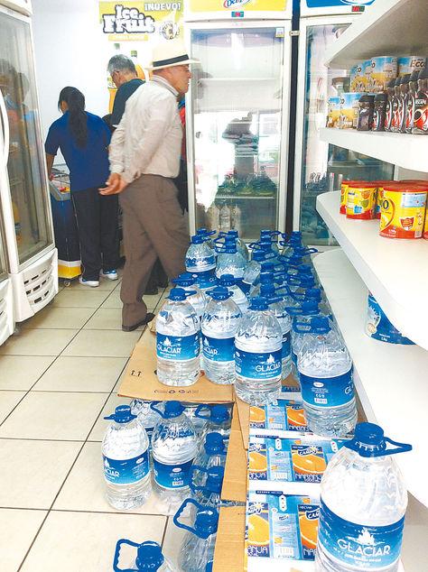 Achumani. Oferta de agua potable en una agencia de Delizia, en la zona Sur de la sede de gobierno. Foto: Jorge Castel