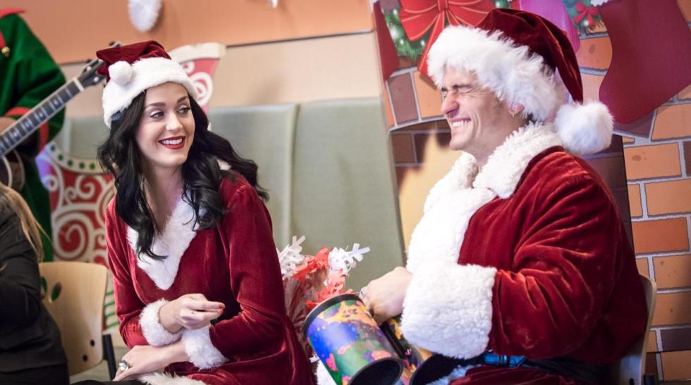 Katy Perry y Orlando Bloom, durante su visita al Hospital Infantil de Los Ángeles.