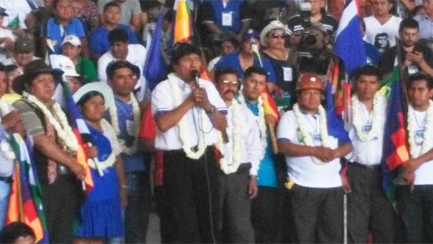 Resultado de imagen para recolectar firmas en apoyo a la candidatura de Morales