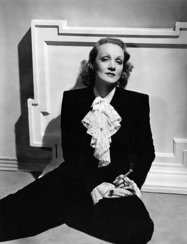 Marlene y sus trajes.