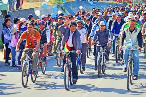 El presidente Evo Morales en una anterior caravana de ciclistas que participó en Cochabamba.