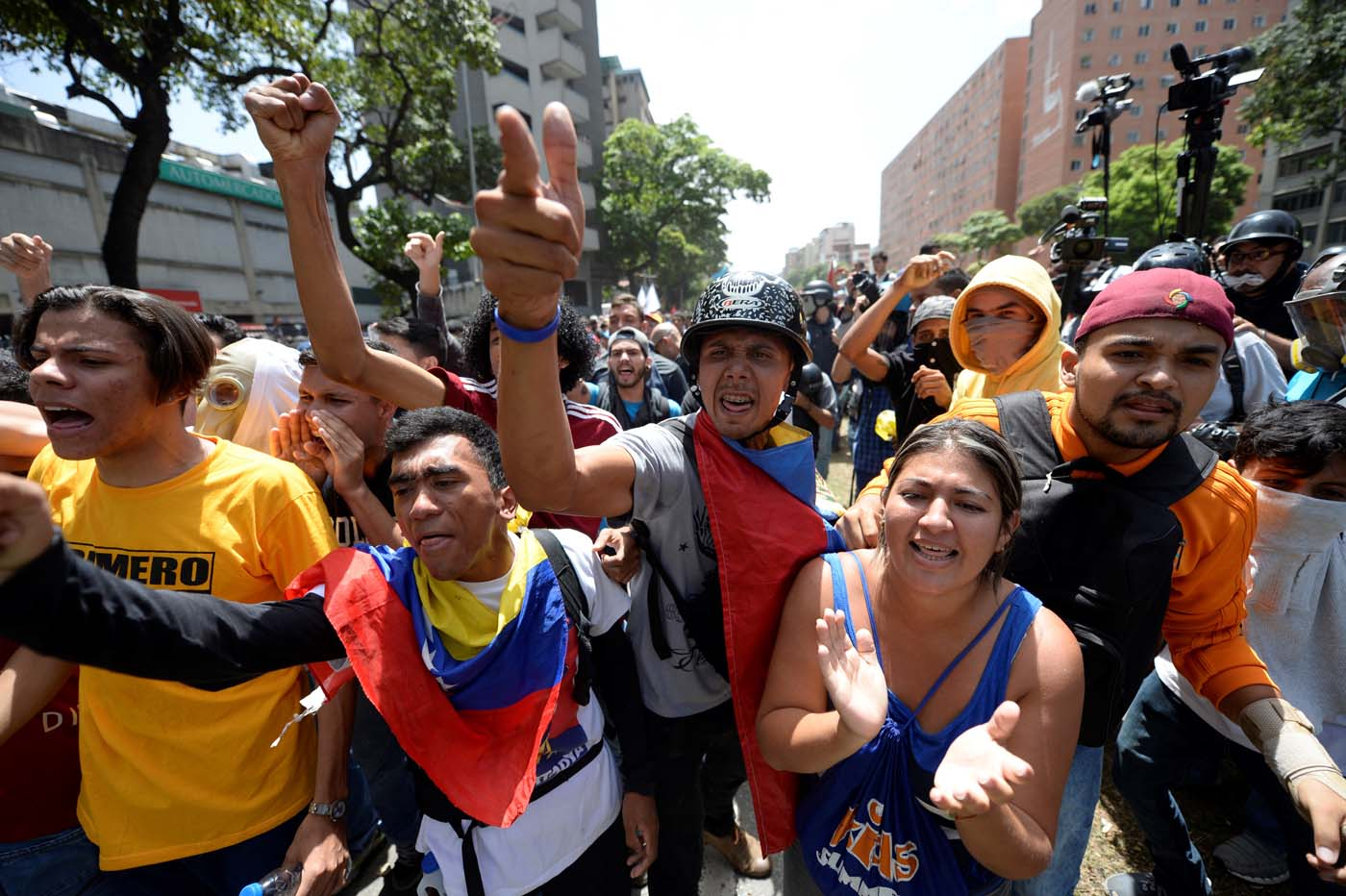 Venezuelan opposition activists demonstrate during a protest in Caracas on April 4, 2017. Venezuela has been mired in turmoil since the Supreme Court last week tried to tighten Maduro