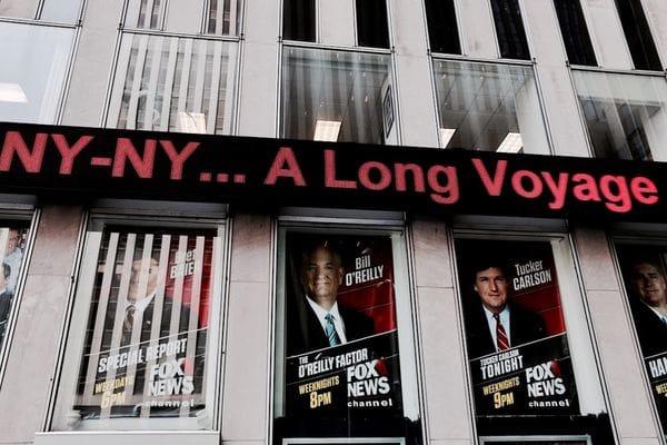 """El """"O'Reilly Factor"""" se consagró como el programa de un canal de cable de noticias más visto de 2016. La reciente partida de diez anunciantes compromete gravemente los ingresos publicitarios de Fox News"""