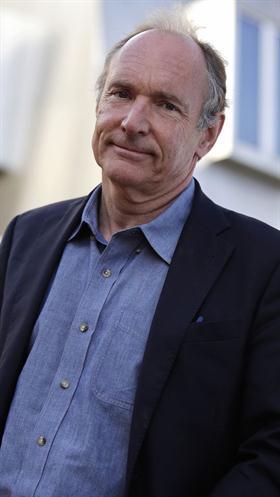 Tim Berners-Lee, el creador de la Web, fuera de su oficina en el MIT en abril último