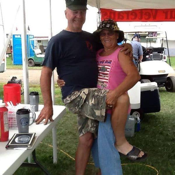 La pareja en una de las fotos publicadas en la cuenta de Facebook de Marietta.