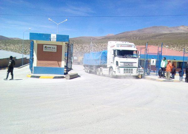 Ingreso de los vehículos en el paso fronterizo.
