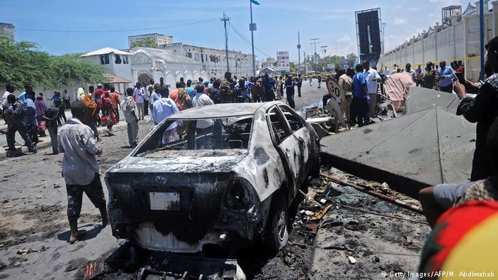 Somalia - Autobombe in der Nähe des somalischen Minsteriums in Mogadischu (Getty Images/AFP/M. Abdiwahab)