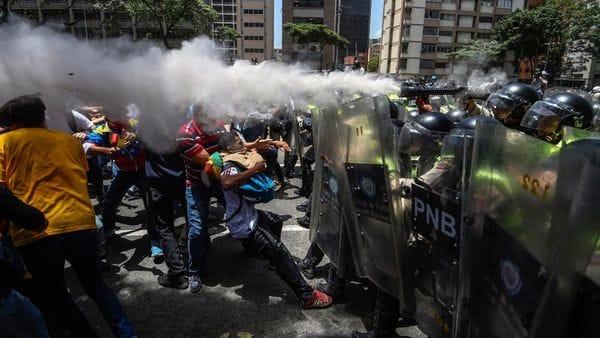 Represión de las fuerzas de seguridad del régimen de Nicolás Maduro contra la población civil
