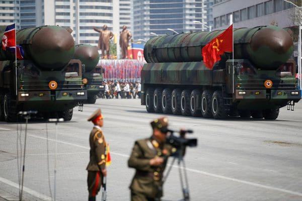 Los cilindros contenedores de misiles intecontinentales norcoreanos (Reuters)
