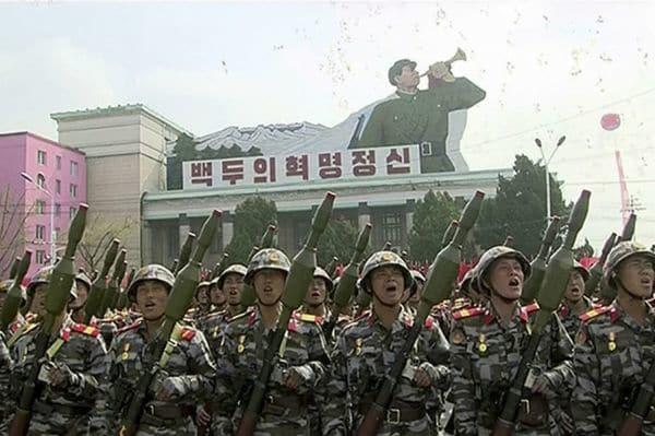 Soldados con la principal arma antitanque portátil del arsenal norcoreano