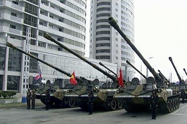 Artillería convencional autopropulsada, versátil pero fácil de anular por la aviación enemiga