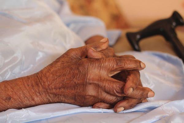 Un detalle de las manos deViolet Brown (AP)