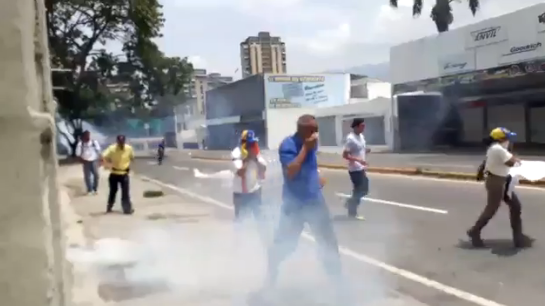 Foto: GNB reprime manifestación en Santa Mónica, Caracas
