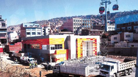 Fachada del Centro de Monitoreo de Mi Teleférico en la ex Estación Central.