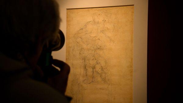 """El dibujo fue hallado oculto detrás de """"El sacrificio de Isaac"""" (AFP)"""