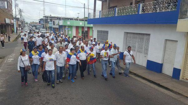 Las marchas se dan en Caracas y el resto del país (@LarissaGonzale6)