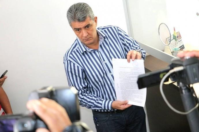 Ernesto Suárez durante la presentación de su denuncia en la Fiscalía General. Foto: CORREO DEL SUR