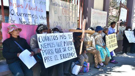 Enfermos con cáncer se movilizan en La Paz. Foto: APG