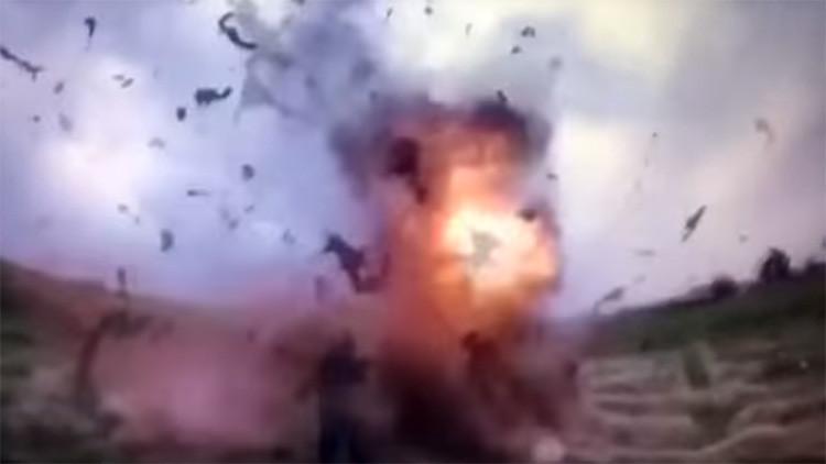 FUERTE VIDEO: Momento en el que un yihadista del EI se inmola junto a tres policías (18+)