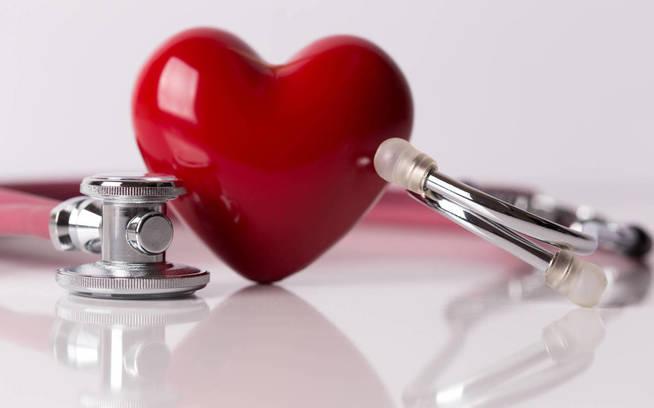 Si las arritmias perduran, acude a tu médico. (iStock)