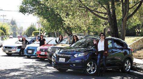Las cinco mujeres realizan los traslados en sus automóviles particulares.