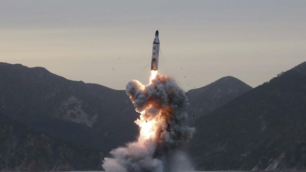 Resultado de imagen de corea del norte lanza un misil a japon