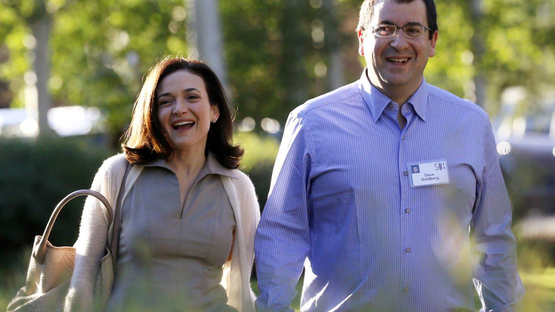 Foto: Sheryl Sandberg y su marido, ahora fallecido, Dave Goldberg. (Reuters)