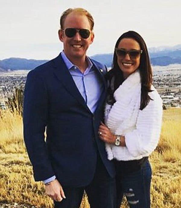 O'Neill junto a su prometida, Jessica Halpin