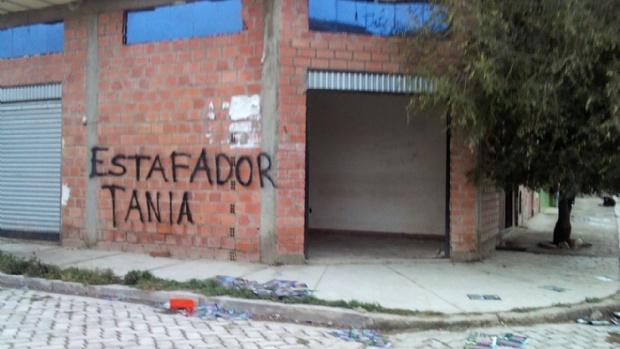 Saquean oficinas de empresa piramidal en El Alto