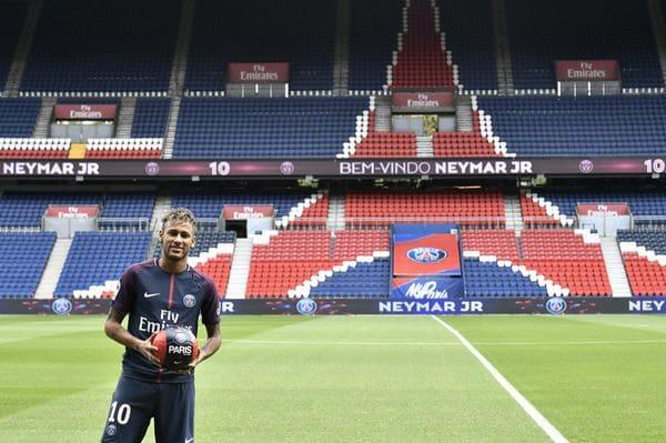 Neymar fue presentado hoy en el PSG (AFP)