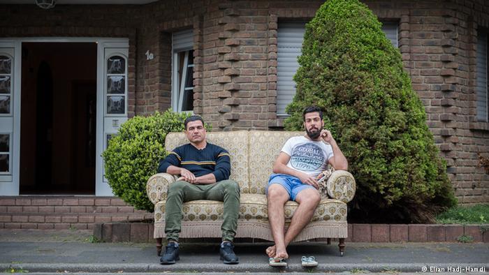Los solicitantes de asilo, Amin Amori y Saheb Alibeeg, provienen de Irán e Irak y han sido alojados temporalmente en Manheim.