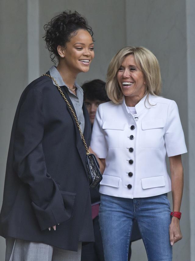 Brigitte Macron con Rihanna