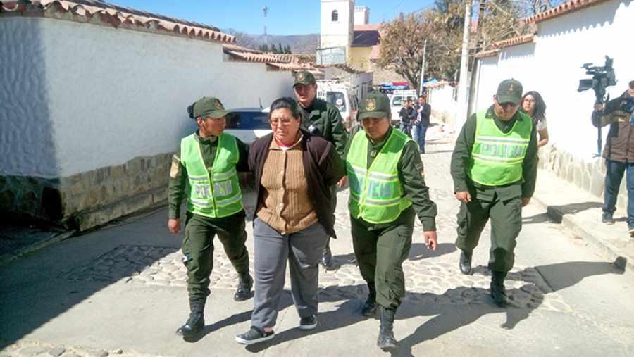 Envían a la cárcel a imputada de iniciar el incendio de Sama