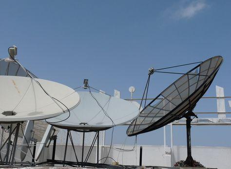 Una antena es un dispositivo diseñado con el objetivo de emitir y/o recibir ondas electromagnéticas hacia el espacio libre. Foto: Pixabay
