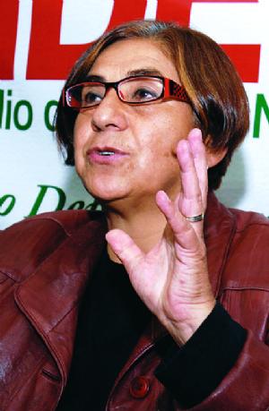 """Amalia Pando: """"Señor Edgar Apaza este horario no es suyo es mío"""""""