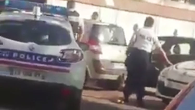 PRIMERAS IMÁGENES desde Nimes, donde hombres armados irrumpieron en la estación de tren