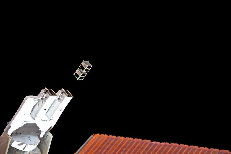 Lanzamiento de microsatélite