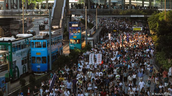Demonstrationen in Hongkong für verurteilte Studentenführer (Reuters/T. Siu)